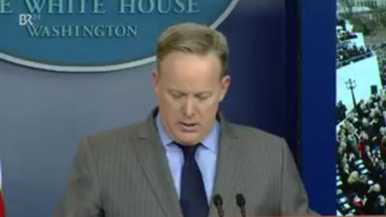 Screenshot aus dem Video des Bayrischen Rundfunks, zu sehen White House Press Secretary Sean Spicer.